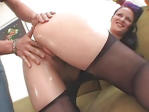In unison discharges his cum far downwards be passed on doll wide him