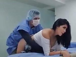 Doctor corona check up ke bahane land thanda krta
